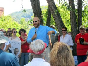 Photo of Congressional candidate Kenneth Queen speaking to crowd